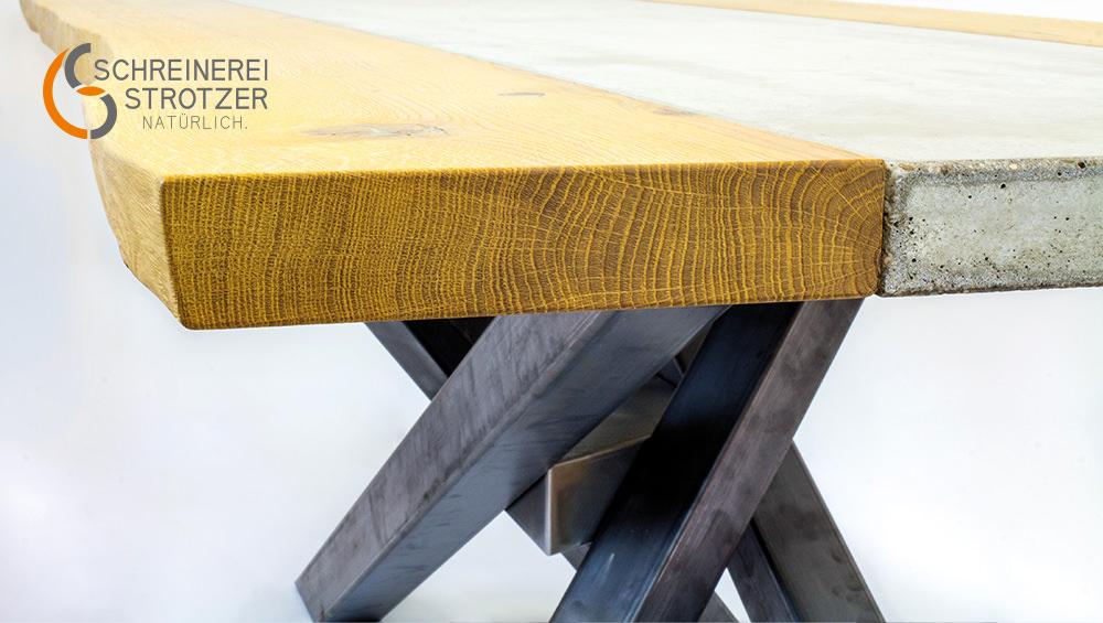 Esszimmertisch aus Holz und Beton Detail von vorne
