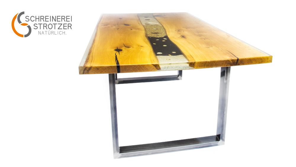 """""""Rivertable"""" – Esszimmertisch aus Holz, Epoxidharz und Flussboden"""