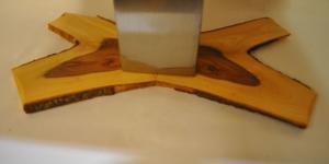 Tisch mit Sägefurniere Gestell